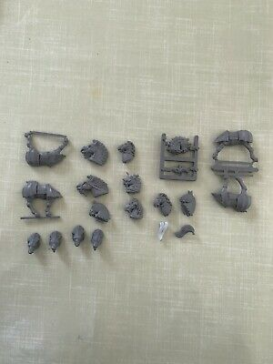 Warhammer Horse Pets And Wolf Heads PLASTIC OOP • 5£