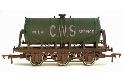 Dapol 4F-031-026. OO Gauge, 6 Wheel Milk Tanker Wagon, 'CWS' Weathered Green • 16.99£