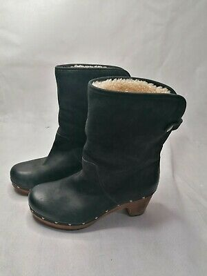UGG  Lynnea  Black Wooden Sole Clog Style Turn Over Mid Calf High Boots Size 5.5 • 40£