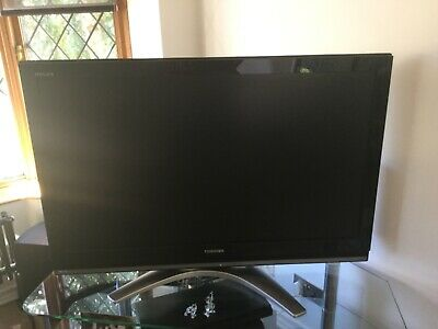 Toshiba Regza Television 40 Inch silver Base With Remote Control Used Work Well • 30£