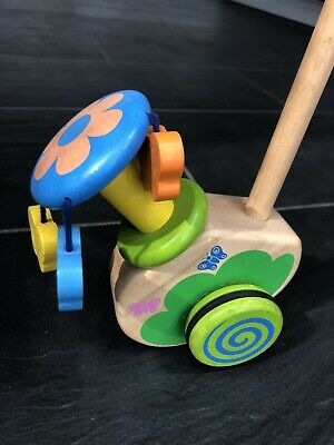 Wooden Push Along Toy • 4.30£