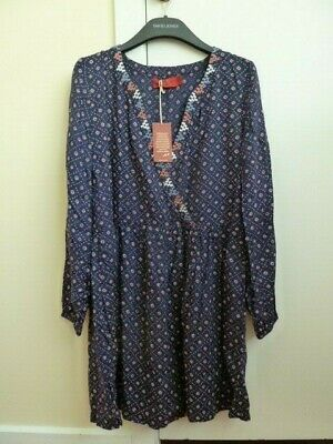 AU39 • Buy Tigerlily Dress Long Sleeve V-Neck Size 8, Condition Is New With Tags.