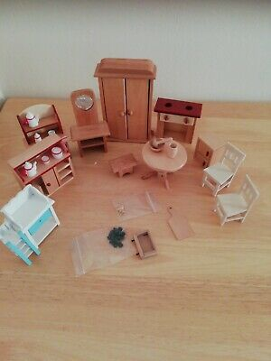 DOLLS HOUSE WOODEN FURNITURE Wardrobe Stool Table Chairs Dresser  • 12.99£