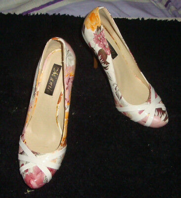AU16 • Buy WOMEN'S SHOES -40- Floral Design Pumps- High Heels - As New- NEVER BEEN WORN