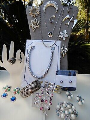 $ CDN27.40 • Buy All Signed Sarah Coventry Vintage Lot Necklaces Bracelets Brooches Earrings Ring