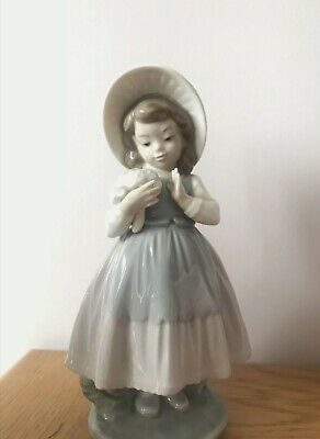 Lladro Daisa Girl With Flowers 1982 NAO Made In Spain • 10£