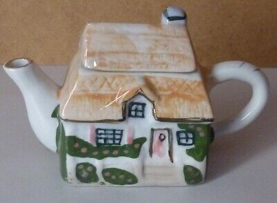 Thatched Cottage Shaped Mini Teapot • 10£
