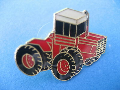 Heavy Duty Farm Tractor     Pin Badge (t06) • 2.95£