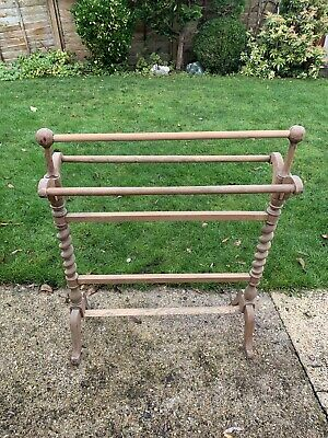 Wooden Towel Stand  • 5£