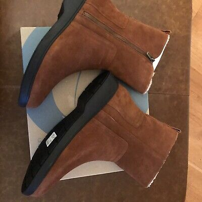 Clarks Tan Suede Boots 7.5 • 40£