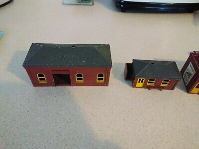 4 Triang Station Buildings • 2£