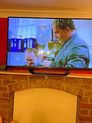 """LG 55LM640T 55"""" SMART 3D LCD TV With 3D GLASSES • 100£"""