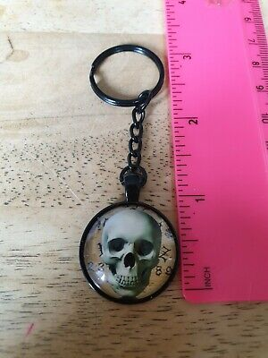 Smiling Skull Keyring (black) - Birthday, Anniversary, Thank You Gift • 1.69£