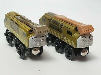 Thomas And Friends  Diesel 10 Wooden Train With Sliding Claw Two Versions 2003 • 14.33£