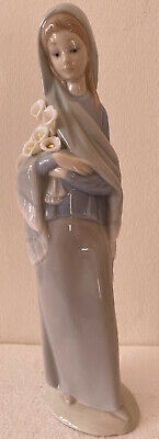 LLADRO NAO Girl With Flowers (Calla Lilies) - Model 4650. • 6.40£