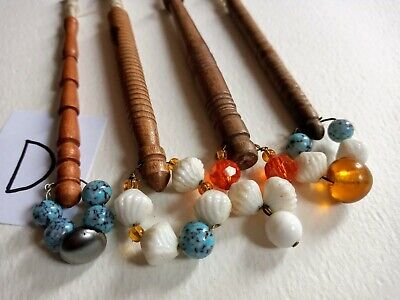 Bundle Of Vintage Turned Wood LACE MAKING BOBBINS With Glass Beads. SET D • 2.99£