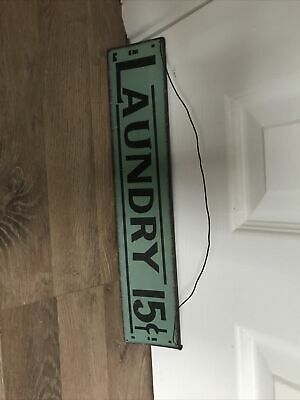 Vintage Laundry Sign • 8£