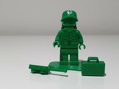 LEGO TOY STORY ~ GREEN ARMY MAN MEDIC WITH BAC Toy002 ~ 7595 ~ NEW L@@K!!! • 5.45£