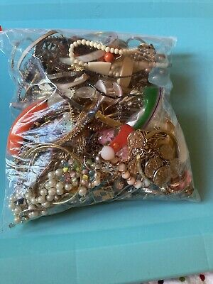 $ CDN32.64 • Buy HUGE Vintage To Now Costume Jewelry LOT UNSORTED UNSEARCHED UNTESTED 6+ Lbs