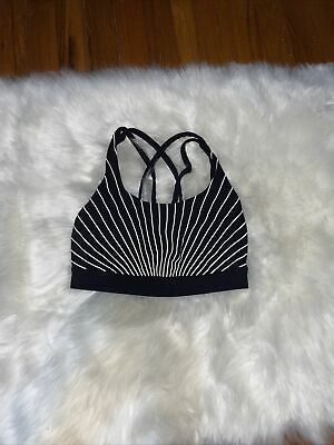 $ CDN31.25 • Buy Lululemon EUC Energy Bra Size 4 (black With Reflective Stripes)