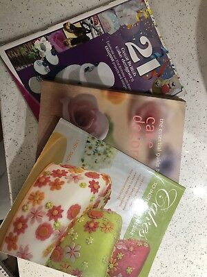 16 Cakes & Cake Decorating Books & 18 Magazines • 25£
