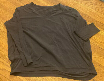 $ CDN30.32 • Buy Lululemon Back In Action Long Sleeve SZ 4 Rare V-neck