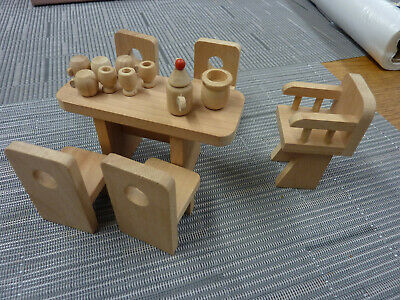 £1.99 • Buy Dolls House Furniture Chunky Wooden Kitchen & 4 Dolls