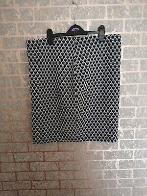 £5 • Buy Grey, White And Black Heart Patterned Skirt Size 16 Tu