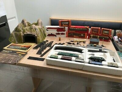 £95 • Buy Hornby Train Set, 2 Engines, 12 Coaches, Track (26 Pcs), Tunnel & More OO Gauge
