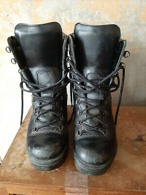 £10 • Buy Army Boots Size 6