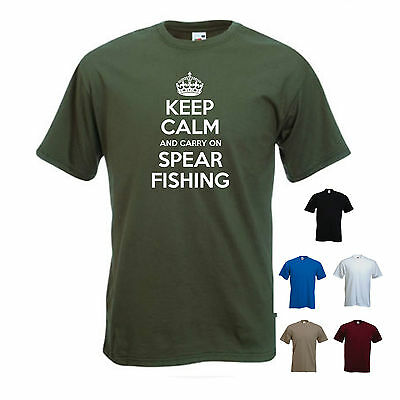 'Keep Calm And Carry On Spear Fishing'. Funny Spearfishing Fishing Mens Tshirt  • 11.69£