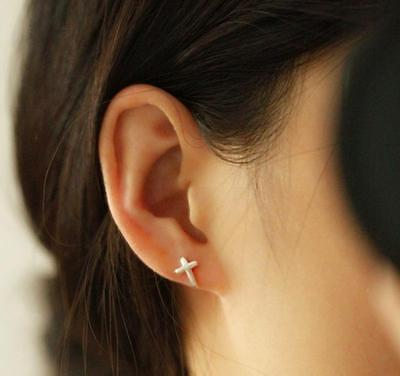 £3.49 • Buy 925 Sterling Silver Plated Brush Cute Small Bent Curve Cross Stud Earrings Gift