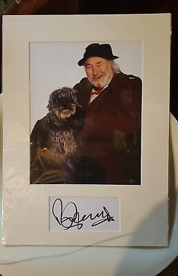 Genuine Hand Signed Card & Photo Display Of Bill Maynard ( Claude Greengrass  ) • 35£