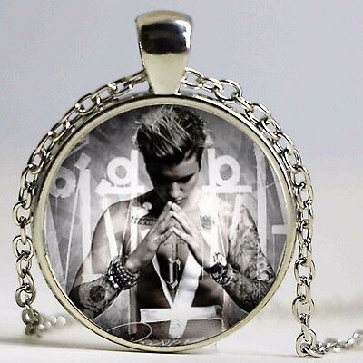 Lovely Justin Bieber Picture Silver Tone Necklace. Organza Gift Bag  • 3.50£