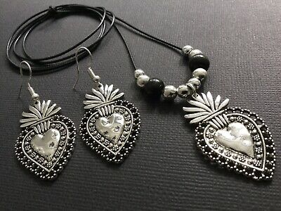 £3.99 • Buy Long Black Cord Necklace With Hammered HEART Pendant And Heart Earrings Boho