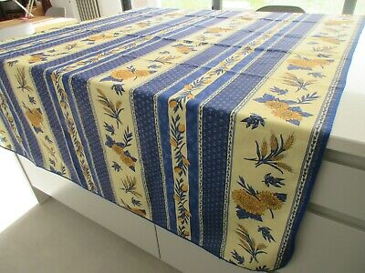 Large French Oblong Tablecloth - VGC • 4.50£