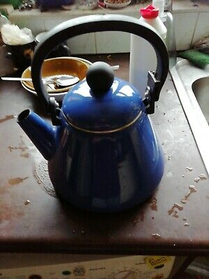 Le Cruset Traditional Stove Top Kettle Blue  • 0.99£