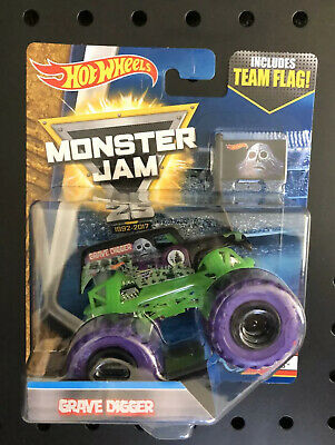 $9.99 • Buy  Grave Digger W/ Purple Treads 2017 Hot Wheels Monster Jam Truck  With Team Flag