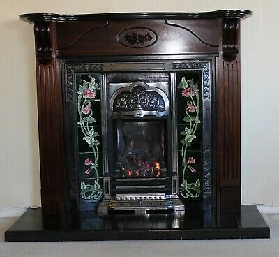 Reproduction Gas Fire & Surround • 85£