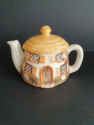 Lovely Vintage Small Cottage Teapot          • 5£