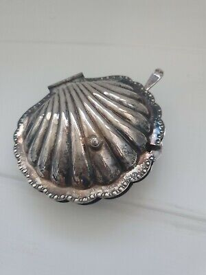 Vintage Shell Butter Dish • 12£