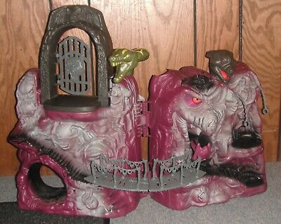 $420 • Buy Masters Of The Universe Snake Mountain 1982 Play Set Vintage Lot With 8 Figures