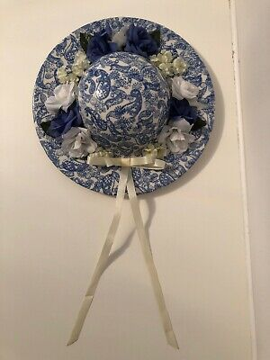 Park Rose Bridlington Wall Hanging Hat With Lace Bow Blue & White Approx 10  • 8£