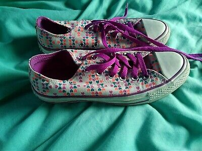 Converse Heart Trainers Size 5 • 6.50£