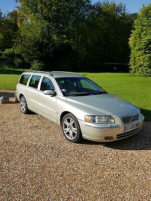 2005 VOLVO V70 2.4 D5 185hp SE AUTO ESTATE - DIESEL - MANY OPTIONS + TOW BAR! • 1,500£