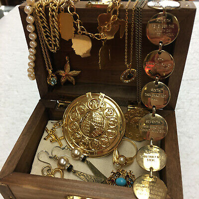 $ CDN7.97 • Buy Lot Of Vintage Estate Mixed Costume Jewelry