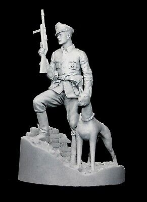 CGS WW2 German Officer & Dog - 3 Head Options + Scenic Base 120mm Unpainted Kit • 41.99£