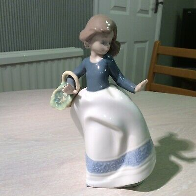 Nao By Lladro Girl With A Basket • 5.50£
