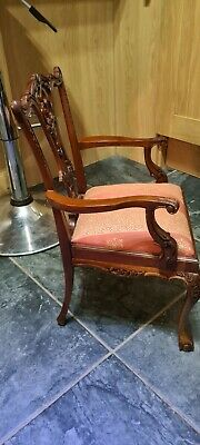 Small Ornate Wooden Chair • 10£