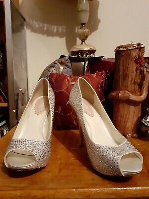 Womens Silver Diamond Glittery  Effect  High Heeld Shoes Size 4 • 2.80£